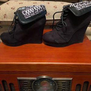 Qupid black wedge booties
